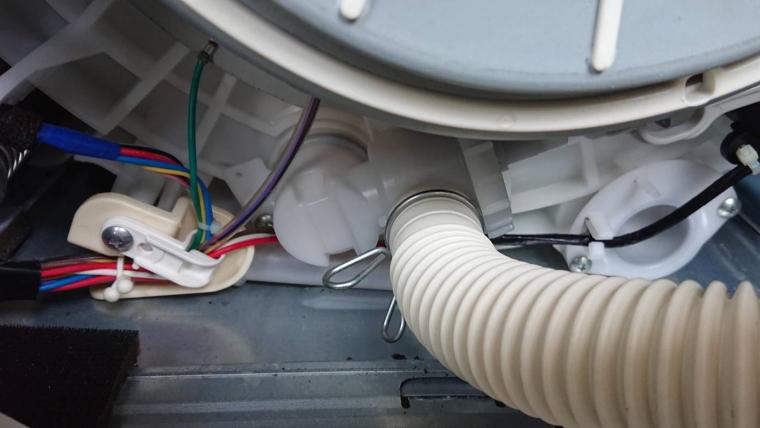 洗濯機の排水弁(外側)